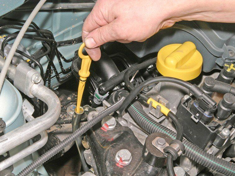 как проверить уровень масла в двигателе (главный ключ)