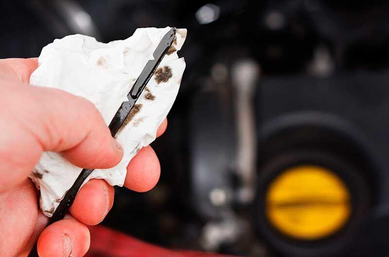 как правильно проверять уровень масла в двигателе