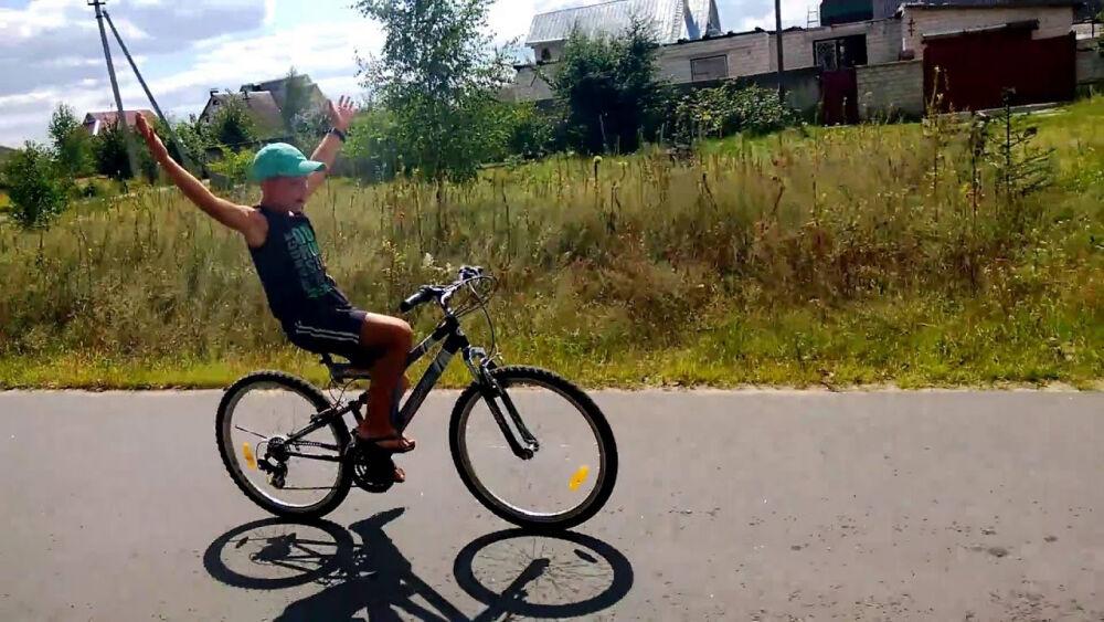 без рук на велосипеде - YouTube