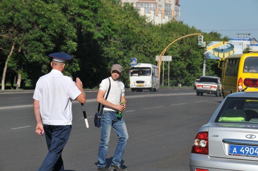 по какой стороне тротуара должен двигаться пешеход
