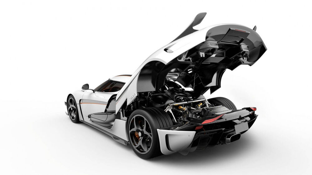 Koenigsegg Regera Seen At Gas Station With Naked Carbon Fiber Body