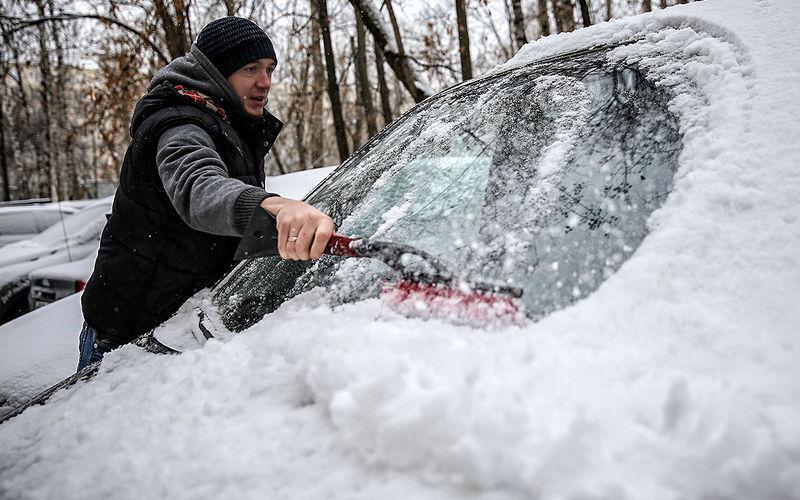 Как правильно очищать автомобиль от снега зимой: инструменты, инструкция