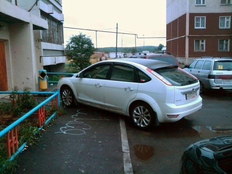 Разрешена ли парковка на тротуаре во дворе