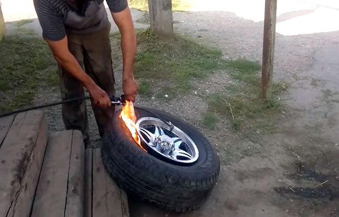 Накачка бескамерного колеса в полевых условиях
